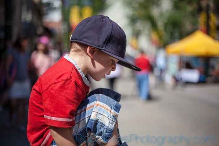 6 cammy sitting bokeh - City kid kids yyc urban children city life - Rob Moses Photography