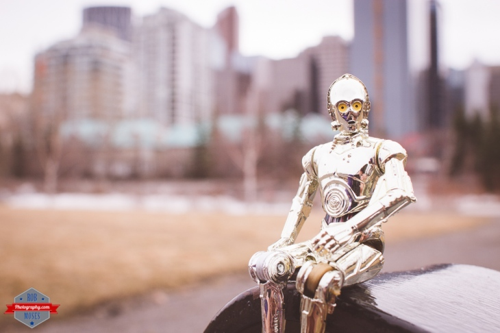 star wars c3po waving toy funny cool awesome tourist skylinbe yyc Rob Moses Photography Calgary Photographer Photographers Native American Famous un celebrity Tlingit Ojibawa Top Popular Best Good Canadian 3
