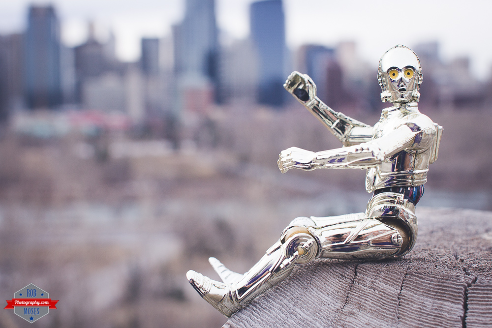star wars c3po waving toy funny cool awesome tourist skylinbe yyc Rob Moses Photography Calgary Photographer Photographers Native American Famous un celebrity Tlingit Ojibawa Top Popular Best Good Canadian 2