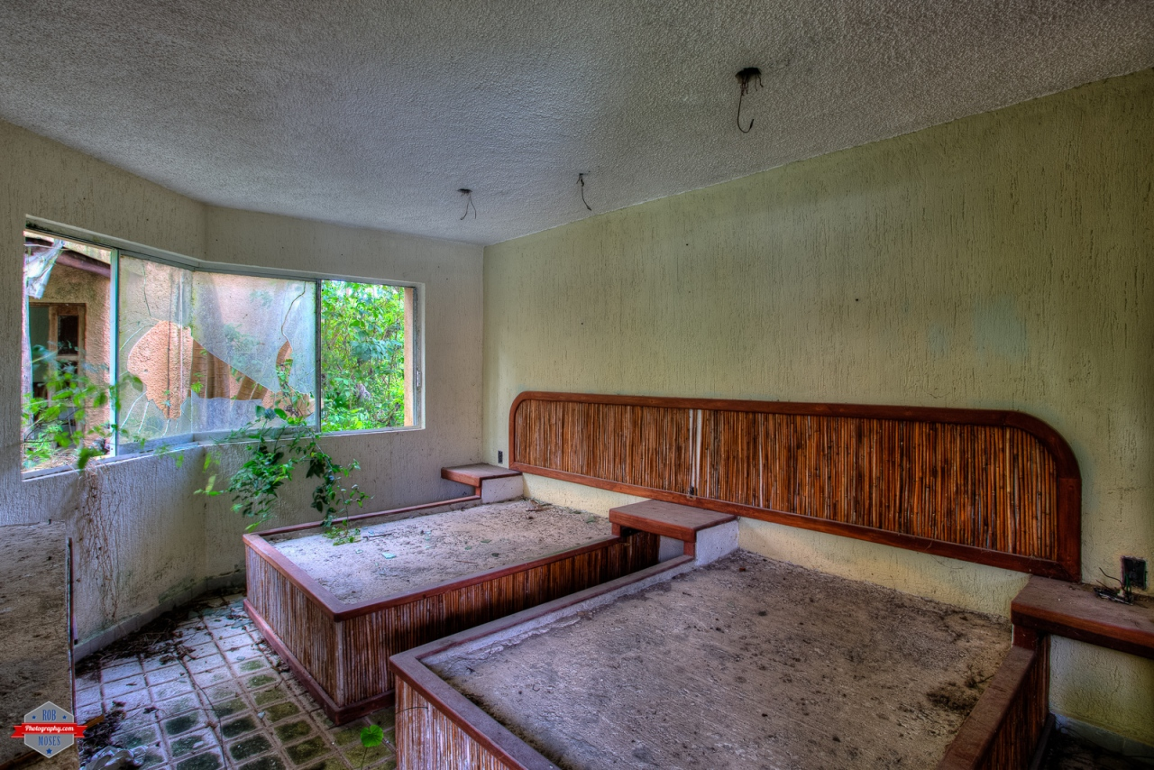 Abandoned Mexico house condo grown over jungle HDR Rob Moses Photography Photographers Native American Famous un celebrity Portland Vancouver Calgary Seattle Tlingit Ojibawa Top Popular Best Good Canadian -4